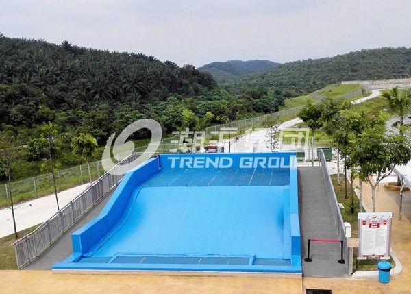 Attractive Surfing Flowrider Water Ride Extreme Sport Fun 21.7m * 13.4m For Water Park